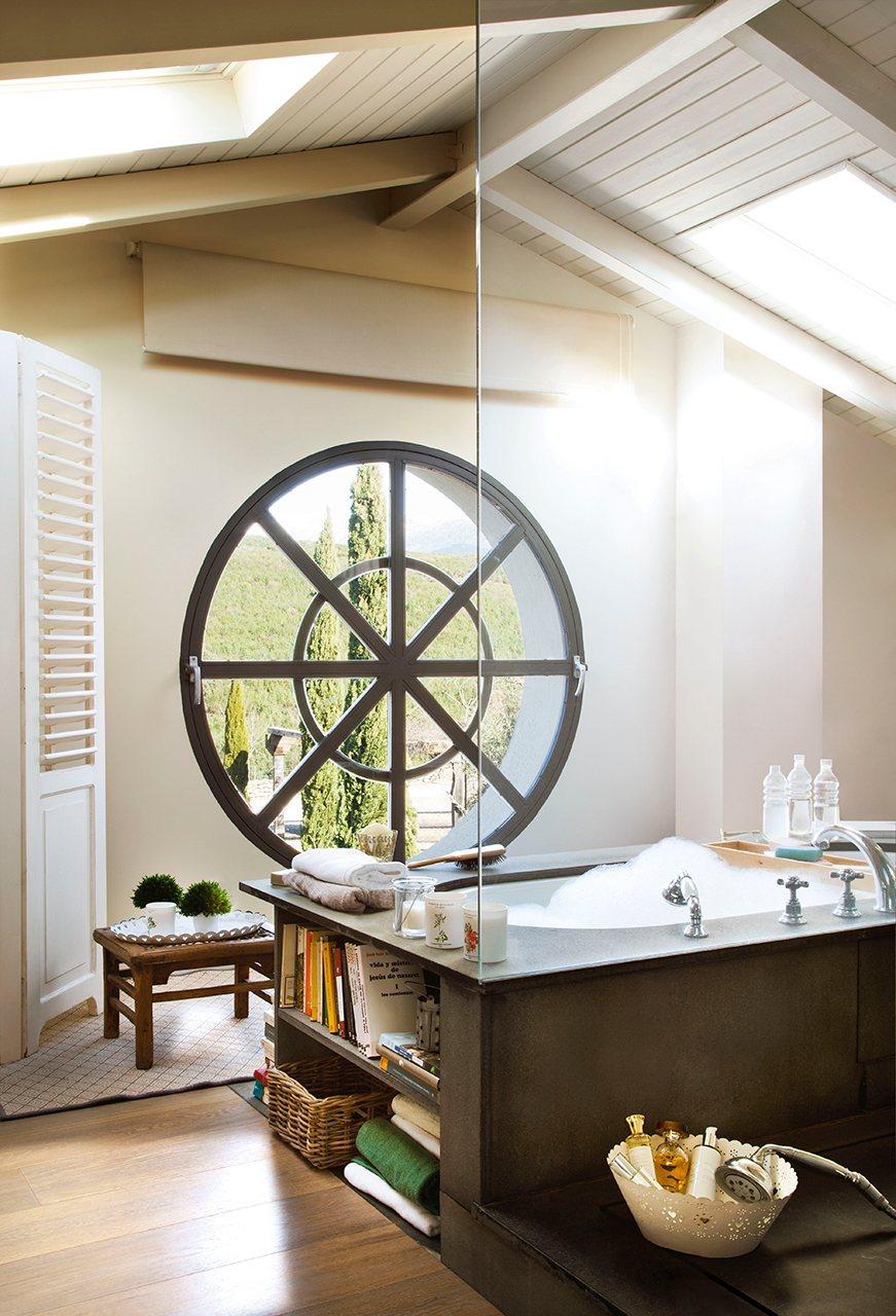 bano con ventanas redondas